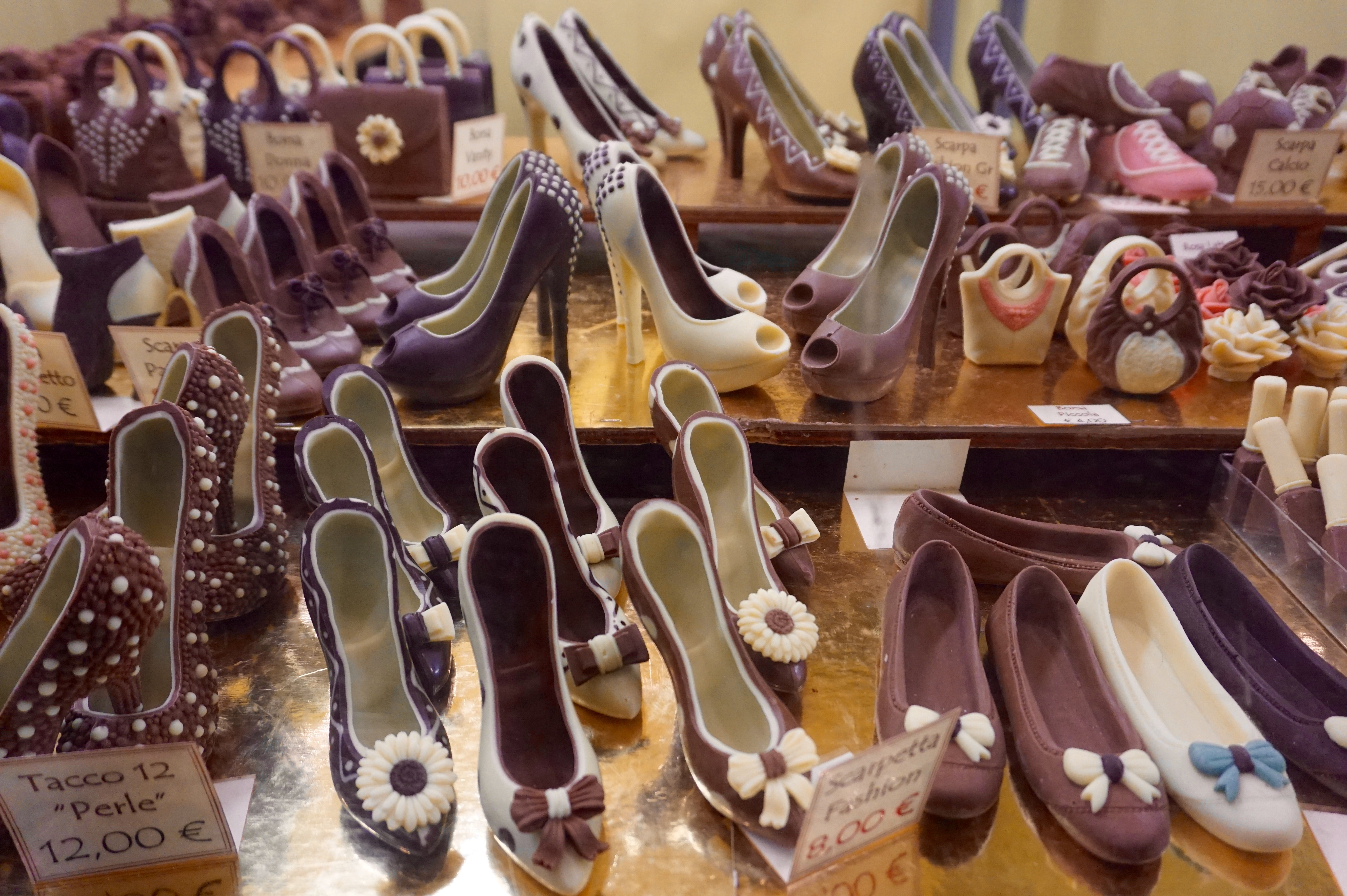 Yes, those are chocolate heels.